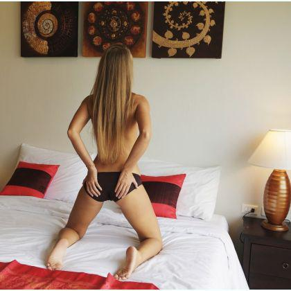 Blonde French escort Natends75 Doha