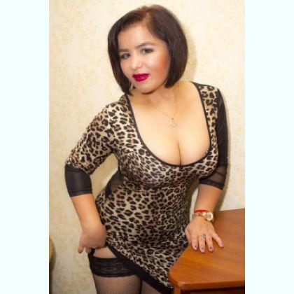 New in town professional escort Yvonne Marie Paris
