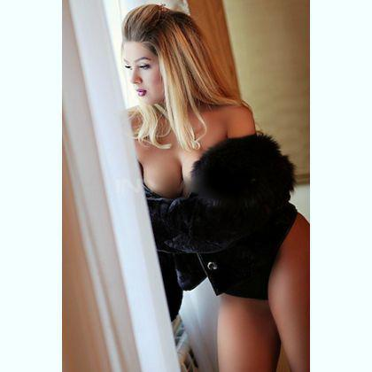 Excited Australian escort Anesah Tours