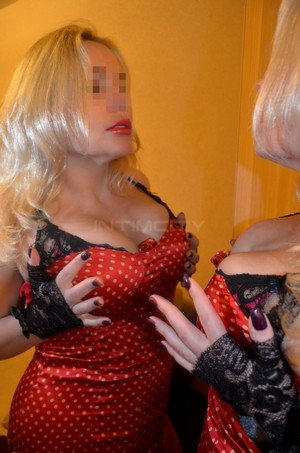 Friendly passionate escort Roberti Wiesbaden